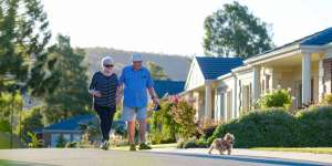 Hume Retiremet Resort Walking the dog